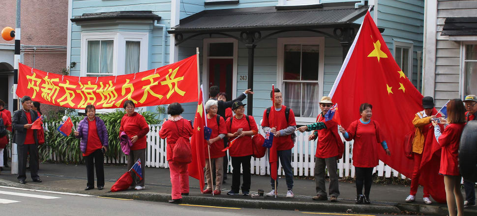 Supporters pose with a banner and Chinese flags as they wait for visiting Chinese Premier Li Keqiang to drive past on his way to meet with Bill English in New Zealand. Photo: Bernard Hickey