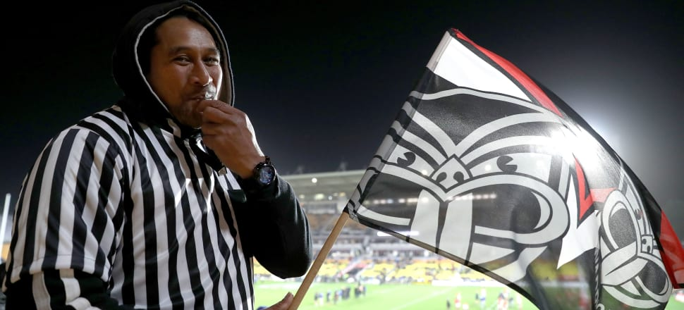 A Warriors supporter dresses up as a referee to protest the club's treatment by the NRL's officials. Photo: Getty Images