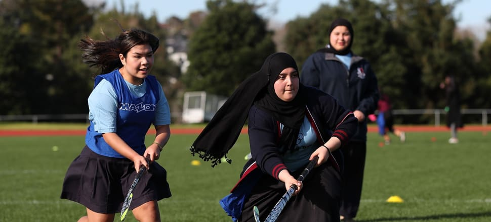 The New Zealand Olympic Committee gave 300 young refugees the chance to try out new sports, like hockey, at the Olympic Refugee Sports Day in Auckland. Photo: NZ Olympic Team @NZOlympics