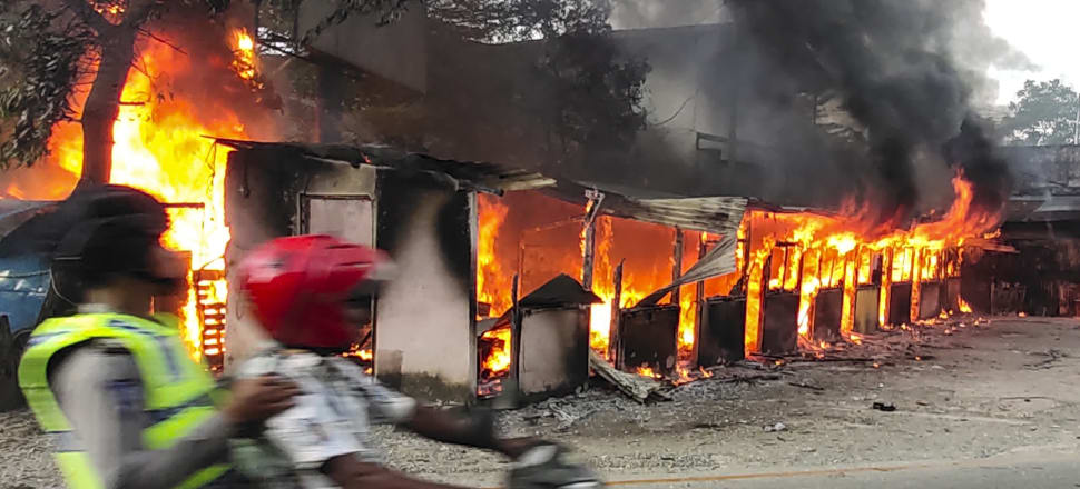 Protesters in West Papua set fire to a regional assembly building. Photo: Getty Images