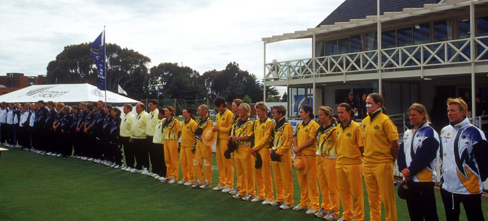 New Zealand and Australia line up ahead of the 2000 Women's Cricket World Cup final. Photo: Getty Images.