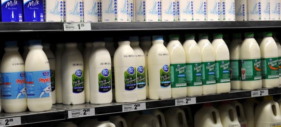 Farmers say Coles, Aldi milk price rise not enough