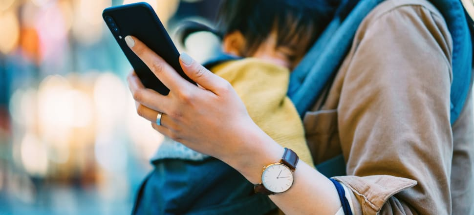 A 'healthy' amount of social media use for adults isn't necessarily 'healthy' for their kids. Photo: Getty Images