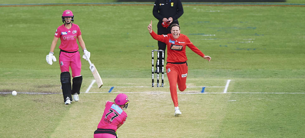 Lea Tahuhu takes the precious scalp of Alyssa Healy for the Melbourne Renegades, in their WBBL victory over the Sydney Sixers last weekend. Photo: Getty Images.