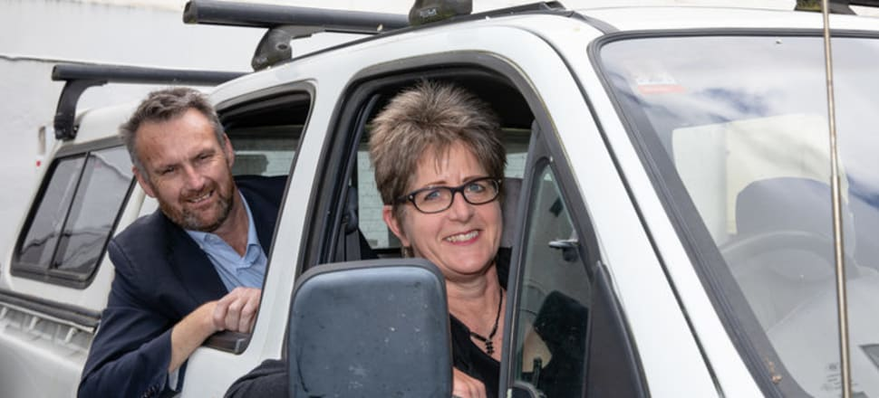 Bernard Hickey & Nikki Mandow in her ute Photo: RNZ / Dan Cook