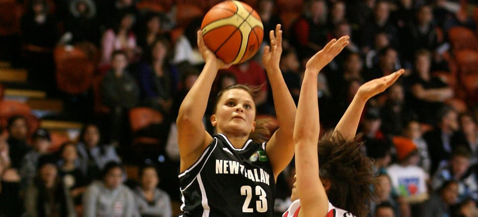 Suzie Bates takes a shot for the Tall Ferns against Japan in 2009. Photo: Photosport