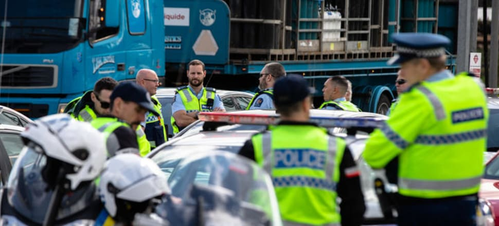 Police gather near the intersection of SH1 and Mill Rd, Bombay, prior to setting up a Covid-19 roadblock. Photo: Dan Cook, RNZ