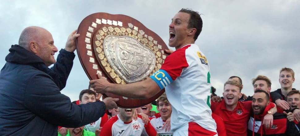 This sporting life: Melville captain Aaron Scott receiving the Thompson Shield in 2018. Photo by Enzo Giordani.