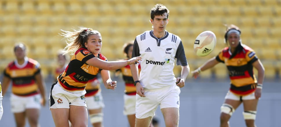 Renee Holmes offloads the ball for Waikato in their Farah Palmer Cup match against Wellington last year. Photo: Getty Images.