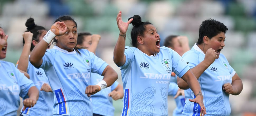 Black Fern Te Kura Ngata-Aerengamate (centre) leads an impassioned kapa haka with the Northland Kauri in last year's Farah Palmer Cup. Photo: Getty Images