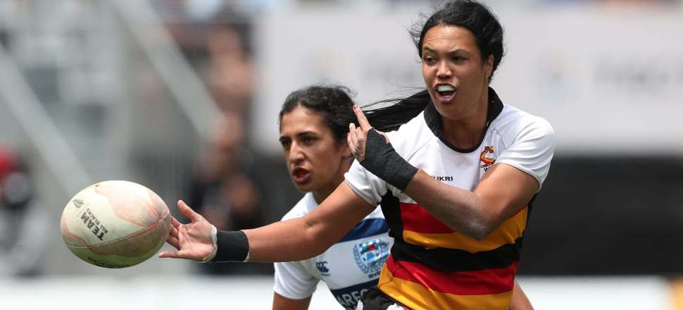 Chyna Hohepa distributes the ball to her Waikato team-mates in last year's national sevens tournament in Tauranga. Photo: Getty Images.